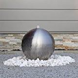Edelstahl Gartenbrunnen ESB4 mit einer 38cm großen Edelstahl Kugel matt gebürstet und LEC Beleuchtung Kugelbrunnen